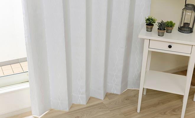 清潔感のある白い1級遮光カーテン リンク