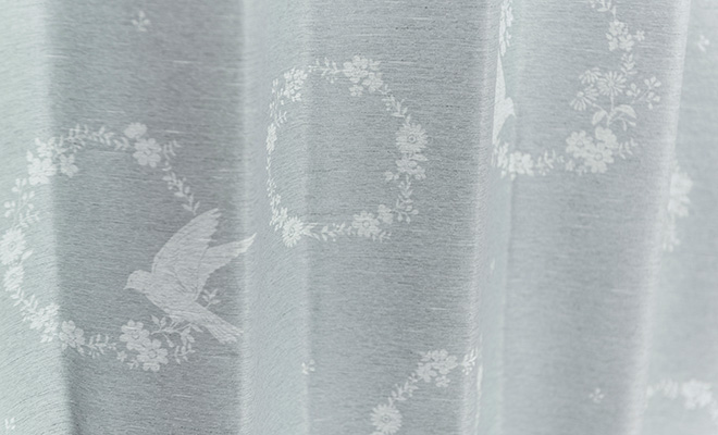 小鳥とお花で囲まれた小さなリースが大人かわいい2級遮光カーテン リース