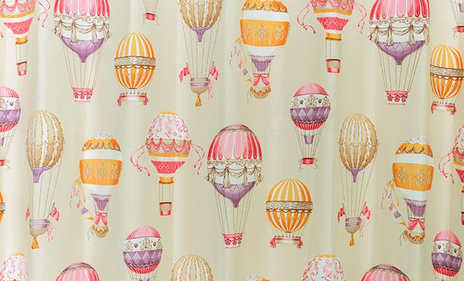 大人女子のクラシカルな気球柄3級遮光カーテン バルーン