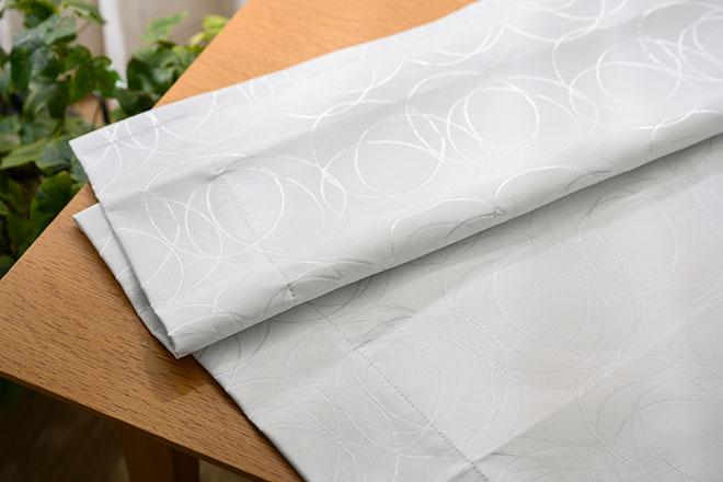 重なるサークル柄をジャガード織で表現した完全1級遮光カーテン ロタシオン