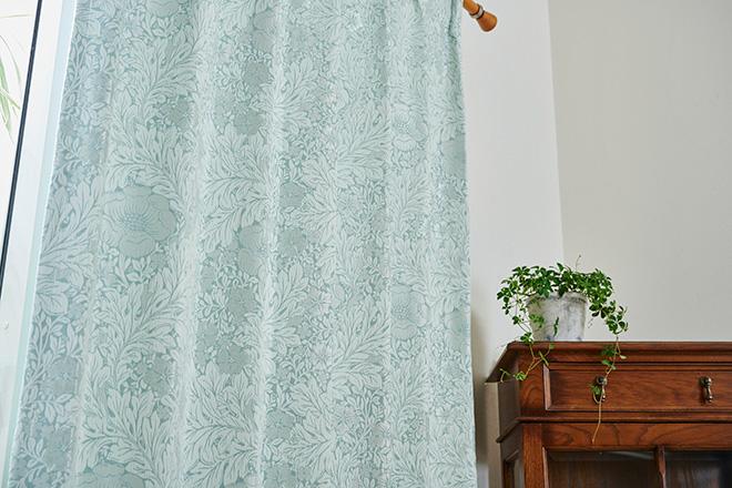 大胆な植物柄が美しい裏地付き3級遮光カーテン ザフラ ブルー
