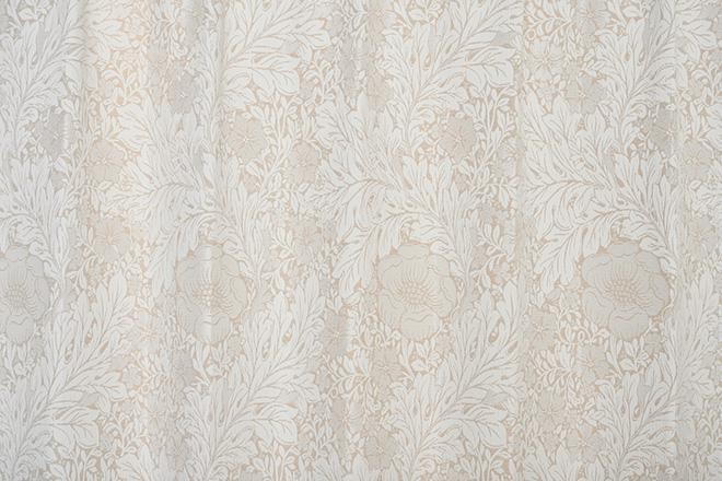 大胆な植物柄が美しい裏地付き3級遮光カーテン ザフラ ベージュ
