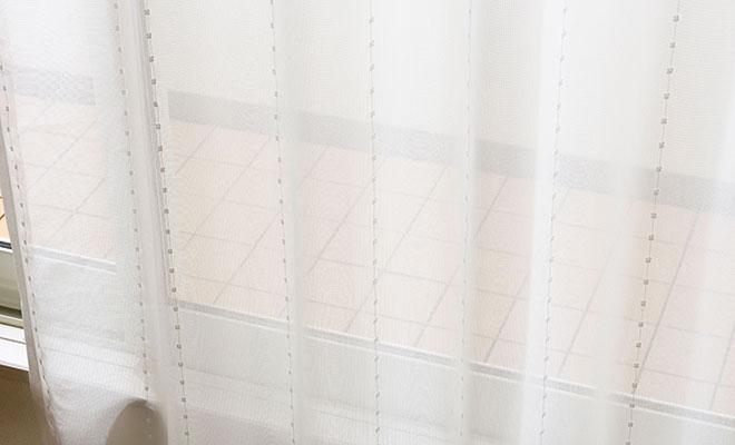 ポンポン付きのモール糸がかわいいミラーレースカーテン ポム