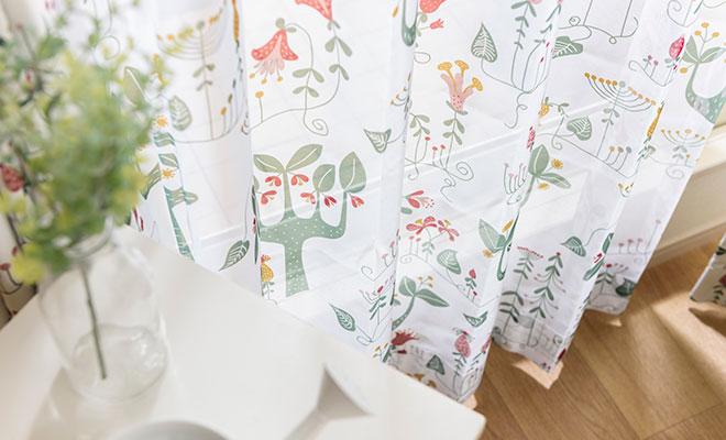 北欧デザイナー'S コレクション 森柄プリントのボイルレースカーテン ボイルルボワ