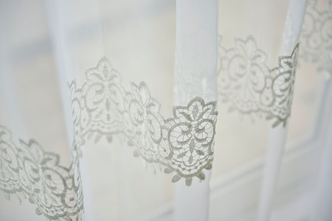 二段の刺繍が美しい高級トルコ刺繍レース クラック